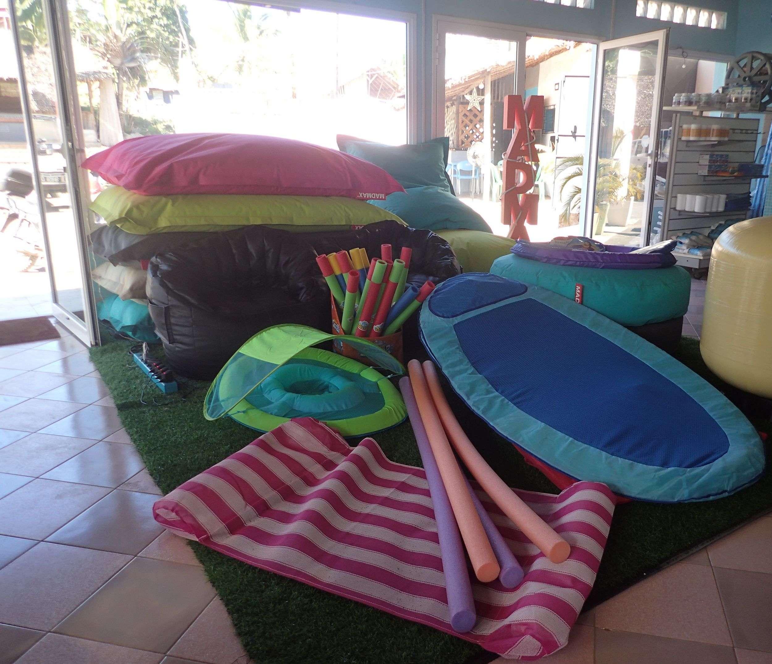 Matelas pour piscine chez Ambalarano