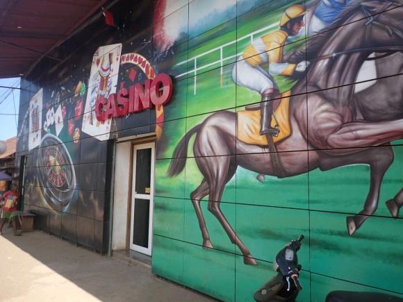 Casinos, machines à sous et PMU