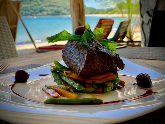 Beach Klub 22, restaurant, bar et plage privée